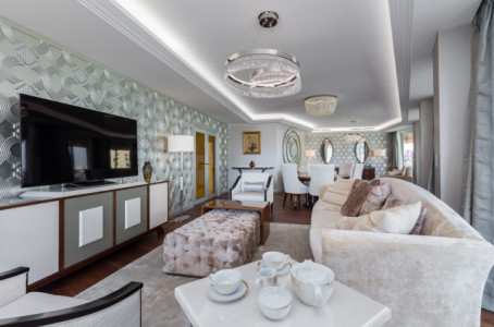 Large luxurious Apartment on the Port sea view