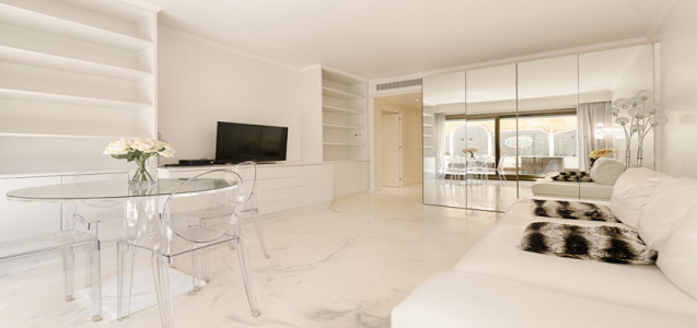 Luxurious 2 roomed apartment in the Golden Square