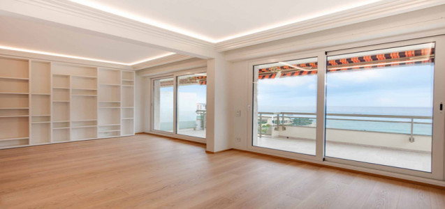 Gorgeous renovated 3 bedroom with sea view