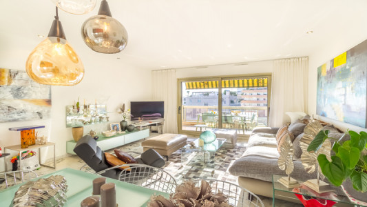 Triplex 3 roomed apartment with roof terrace
